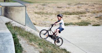 Child Biking por 童 彤 en Unsplash